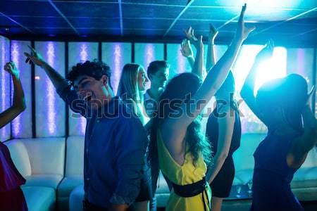 Női barátok karok a magasban élvezi éjszakai klub zene Stock fotó © wavebreak_media