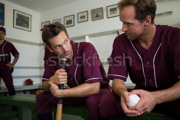 Béisbol jugadores sesión junto vestuario banco Foto stock © wavebreak_media