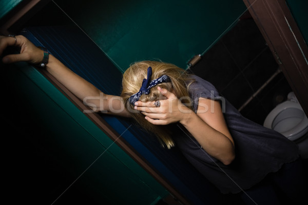 Inconsciente mulher em pé banheiro bêbado bar Foto stock © wavebreak_media