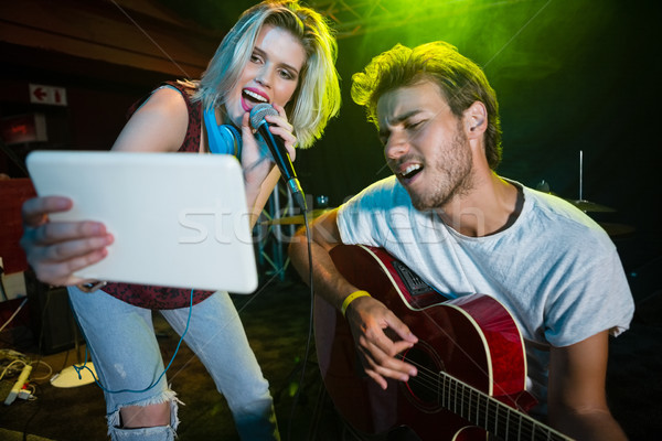 Stock fotó: Zenekar · előad · színpad · éjszakai · klub · zene · lány