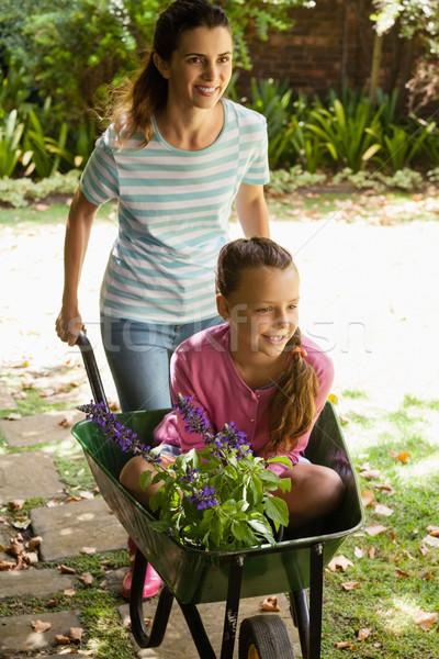 Gülen anne itme kız çiçekler oturma Stok fotoğraf © wavebreak_media