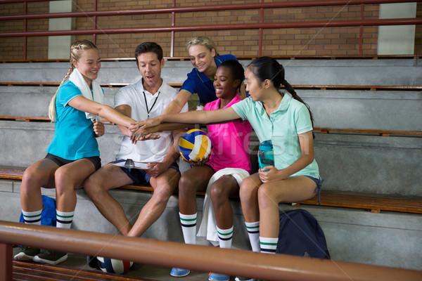 Sorridente voleibol jogadores treinador mão Foto stock © wavebreak_media
