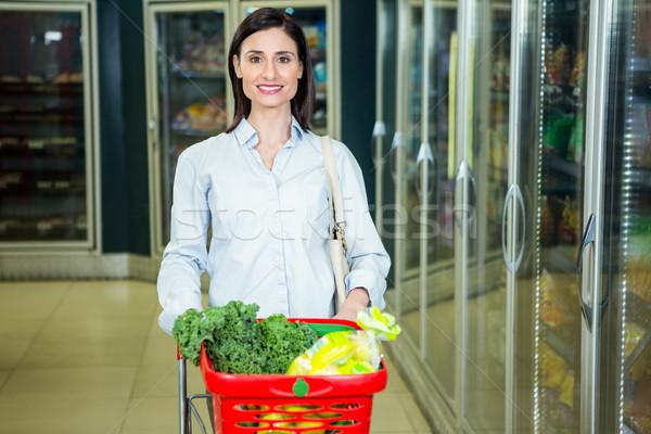 Mosolygó nő toló folyosó áruház üzlet nő Stock fotó © wavebreak_media
