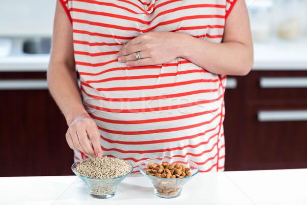 Hamile kadın yeme tahıl mutfak kadın mutlu Stok fotoğraf © wavebreak_media