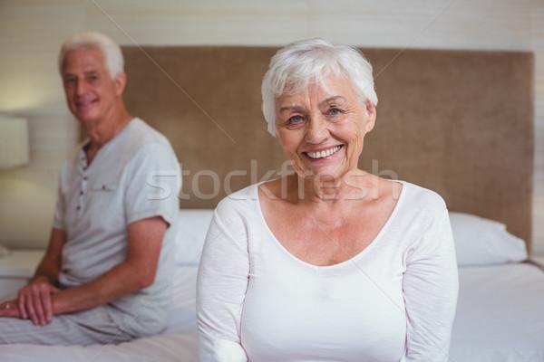 シニア 女性 夫 座って ベッド 肖像 ストックフォト © wavebreak_media