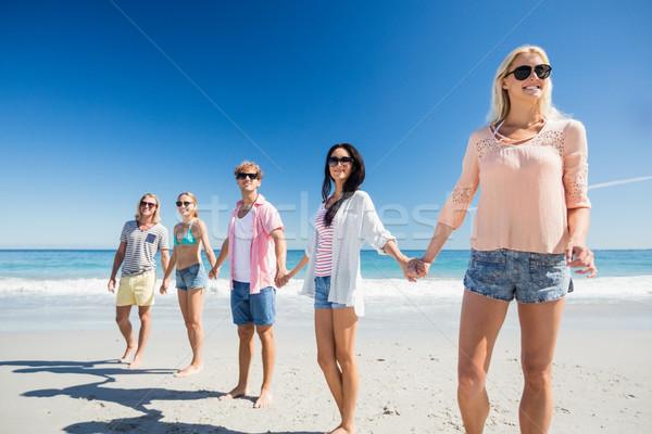 Portré barátok pózol tengerpart napos idő nő Stock fotó © wavebreak_media