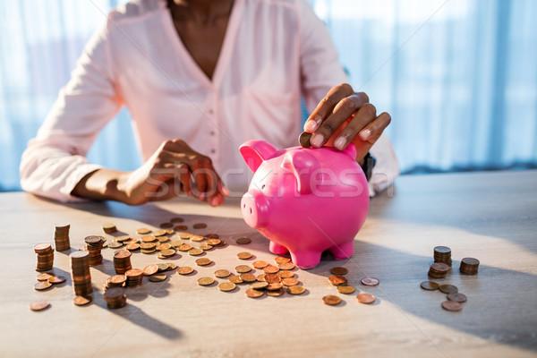 Mujer dinero alcancía traje financiar euros Foto stock © wavebreak_media