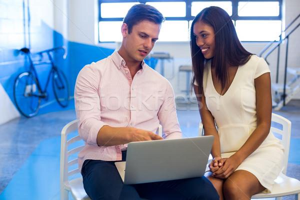 Pessoas de negócios discutir laptop escritório internet homem Foto stock © wavebreak_media