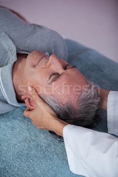 シニア 男 首 マッサージ 女性 歳の男性 ストックフォト © wavebreak_media