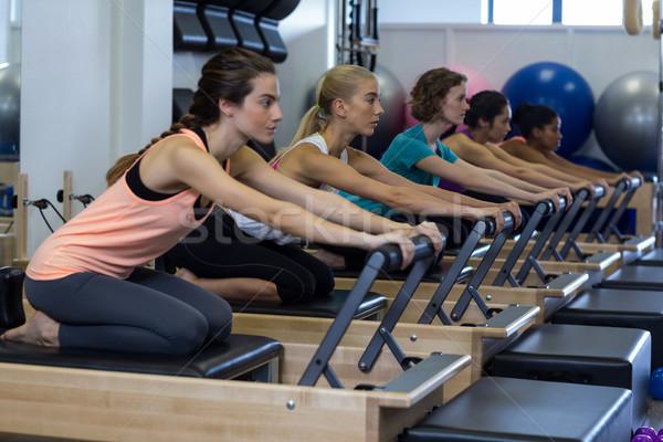 Determinado mujeres ejercicio gimnasio Foto stock © wavebreak_media