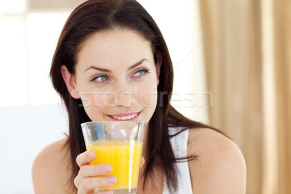 Aantrekkelijke vrouw drinken sinaasappelsap vergadering bed meisje Stockfoto © wavebreak_media