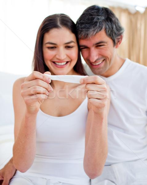 Paar bevinding uit resultaten zwangerschaptest Stockfoto © wavebreak_media