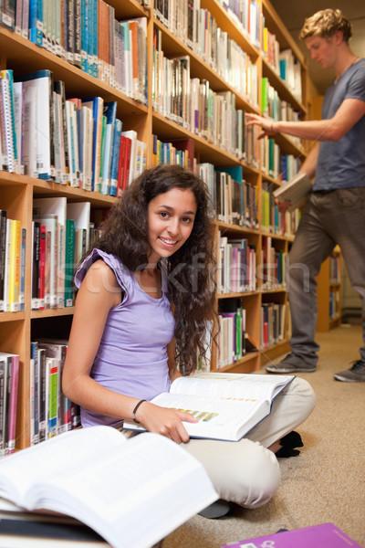 Ritratto studente libro compagno di classe biblioteca Foto d'archivio © wavebreak_media