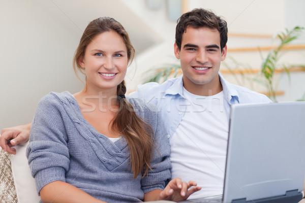 Stok fotoğraf: çift · defter · oturma · odası · bilgisayar · sevmek · ev