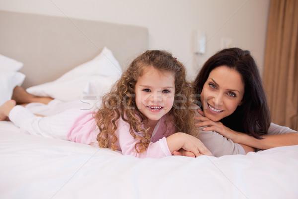 Giovani madre figlia rilassante camera da letto insieme Foto d'archivio © wavebreak_media