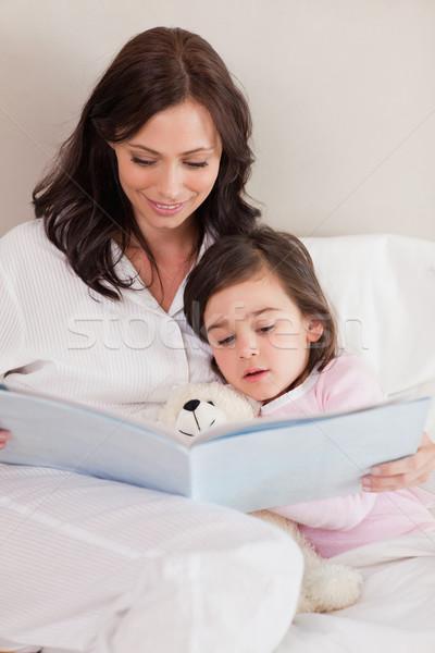 Stok fotoğraf: Portre · anne · okuma · öykü · kız · yatak · odası
