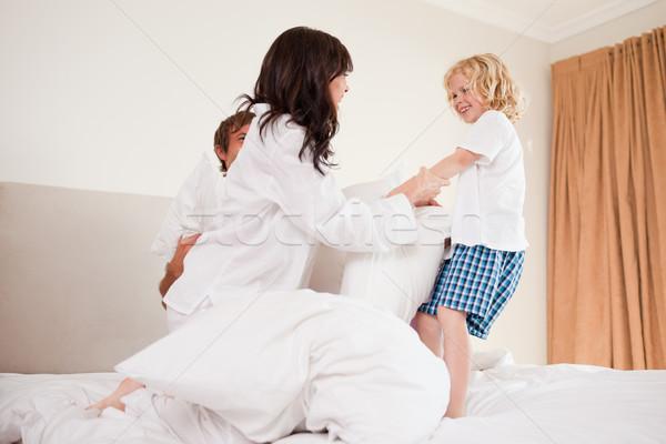 Famiglia pillow fight camera da letto amore home Foto d'archivio © wavebreak_media