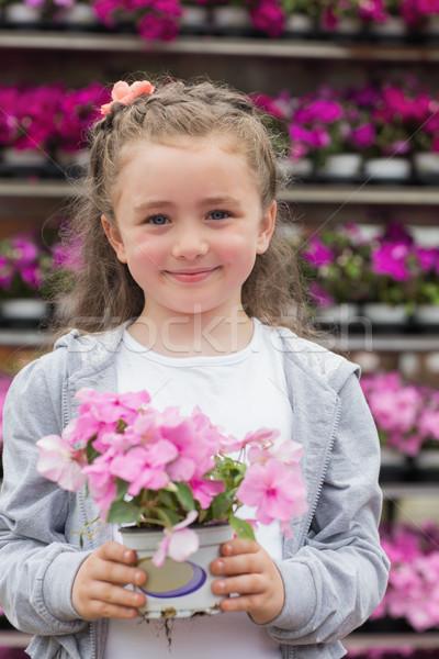 Foto stock: Nina · planta · sonriendo · jardín · centro