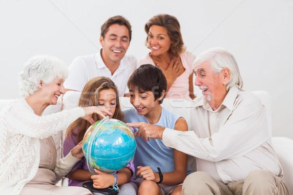 Geniş aile bakıyor dünya kanepe ev sevmek Stok fotoğraf © wavebreak_media