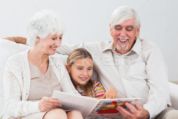 Boldog kislány olvas nagyszülők kanapé lány Stock fotó © wavebreak_media