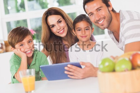 Foto stock: Família · cozinha · mulher · casa · feliz