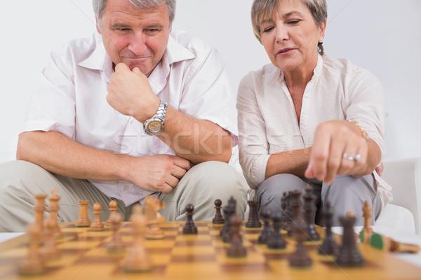 Vieux amoureux jouer échecs séance chambre Photo stock © wavebreak_media