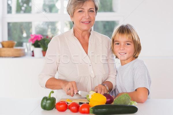 Babcia cięcie warzyw wnuk kuchnia domu Zdjęcia stock © wavebreak_media