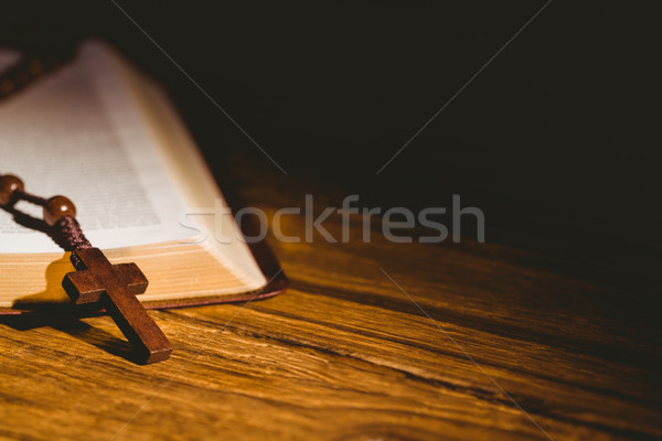 Nyitva Biblia rózsafüzér gyöngyök fa asztal húsvét Stock fotó © wavebreak_media