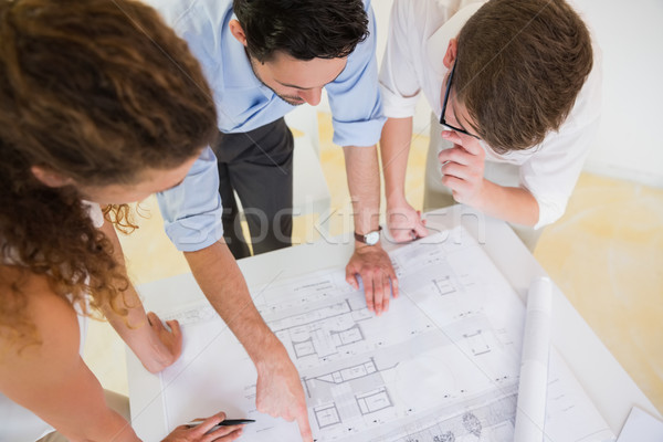 Uomini d'affari studiare blueprint view desk Foto d'archivio © wavebreak_media