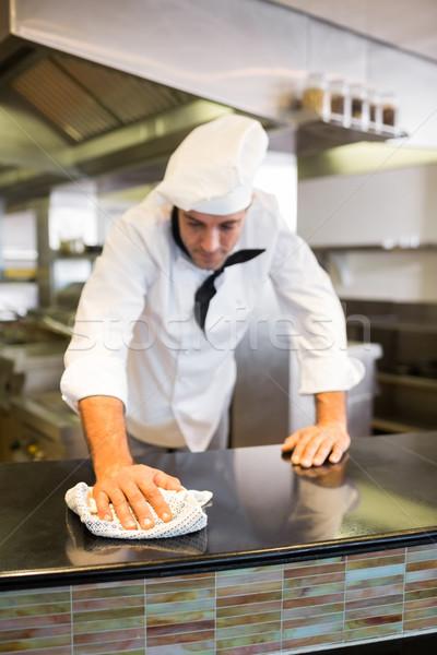 Maschio cuoco contatore di cucina counter top cucina Foto d'archivio © wavebreak_media