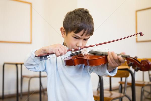Aranyos játszik hegedű osztályterem általános iskola zene Stock fotó © wavebreak_media