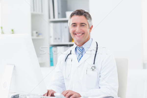 Médico clínica retrato computador homem Foto stock © wavebreak_media