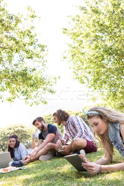 Sınıf arkadaşları birlikte kampus kadın adam okul Stok fotoğraf © wavebreak_media