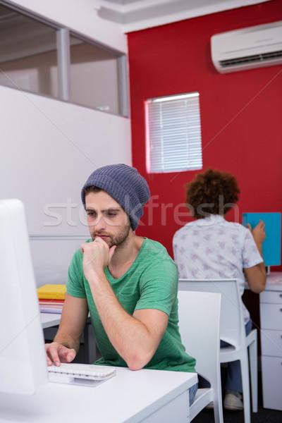 Konsantre gündelik işadamı ofis genç Stok fotoğraf © wavebreak_media