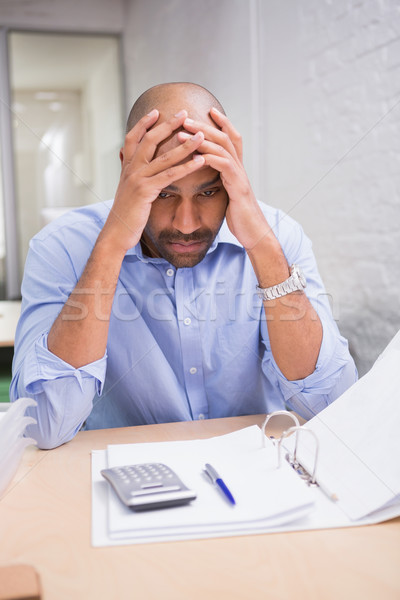 ストックフォト: 疲れ · ビジネスマン · 書類 · デスク · 小さな