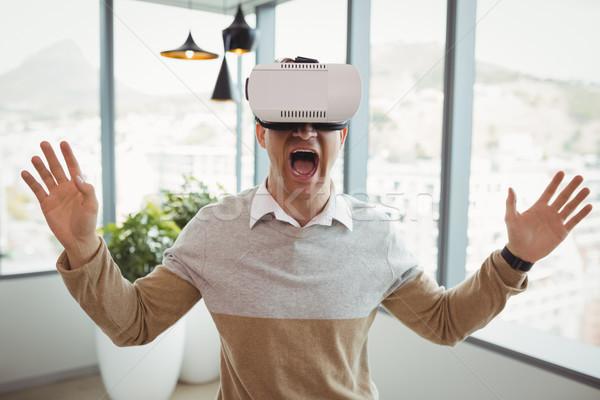 счастливым исполнительного виртуальный реальность гарнитура служба Сток-фото © wavebreak_media