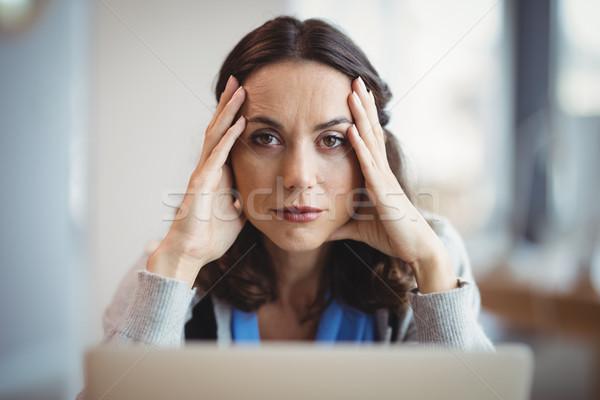 Retrato ejecutivo oficina ordenador mujer portátil Foto stock © wavebreak_media
