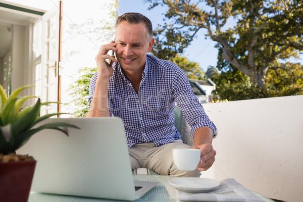 бизнесмен говорить телефон кофе Открытый кафе Сток-фото © wavebreak_media