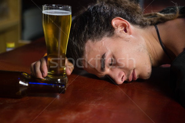 Uomo dormire bar counter ubriaco ristorante Foto d'archivio © wavebreak_media