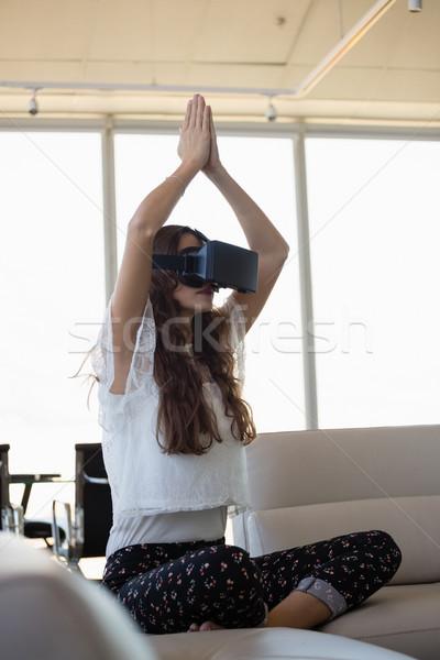 Jovem empresária ioga virtual realidade sofá Foto stock © wavebreak_media