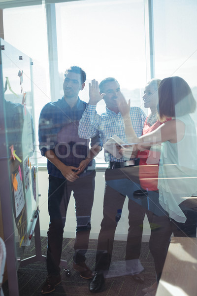 Szczęśliwy działalności stałego szkła Zdjęcia stock © wavebreak_media