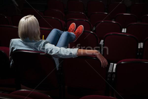 Mulher assistindo filme teatro filme Foto stock © wavebreak_media