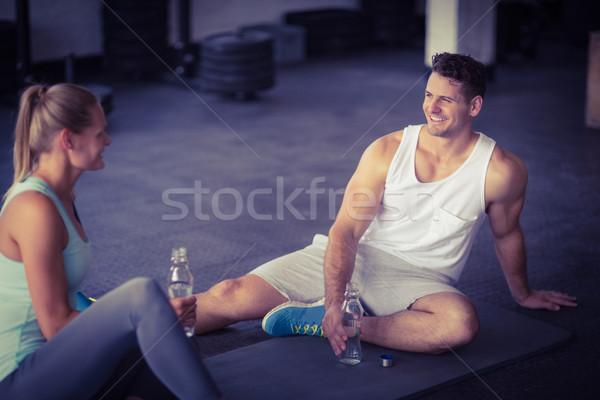 ül fiatal pér ivóvíz együtt crossfit tornaterem Stock fotó © wavebreak_media