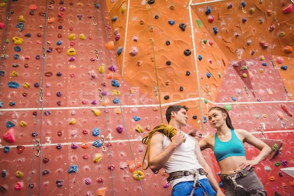 Geschikt paar rotsklimmen muur gymnasium vrouw Stockfoto © wavebreak_media