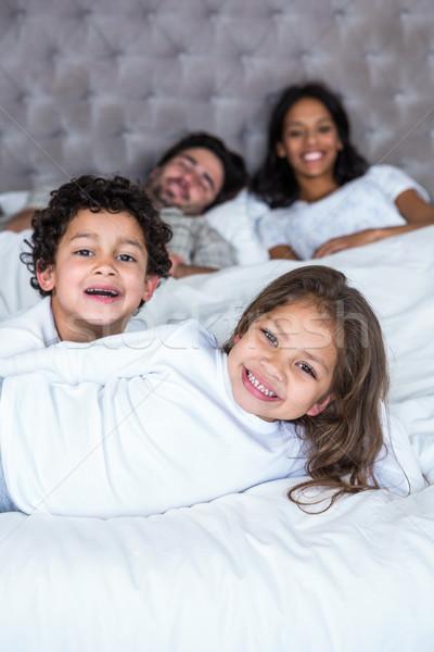 幸せな家族 ベッド 子供 フォアグラウンド 男 幸せ ストックフォト © wavebreak_media