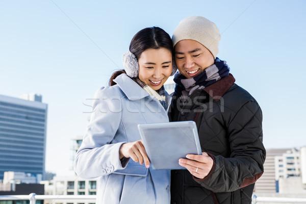 Heureux couple ciel femme bâtiment Photo stock © wavebreak_media