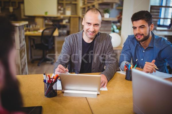 Gens d'affaires souriant parler bureau Creative bureau Photo stock © wavebreak_media