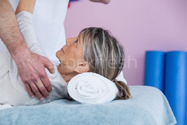 старший плечо клинике женщину стороны Сток-фото © wavebreak_media