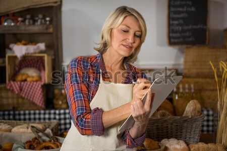Mosolyog női személyzet digitális tabletta pult Stock fotó © wavebreak_media