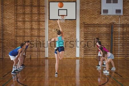Determinato liceo bambini giocare campo da basket donna sport Foto d'archivio © wavebreak_media